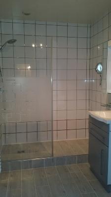 am nagement salle de bain siege rabattable. Black Bedroom Furniture Sets. Home Design Ideas